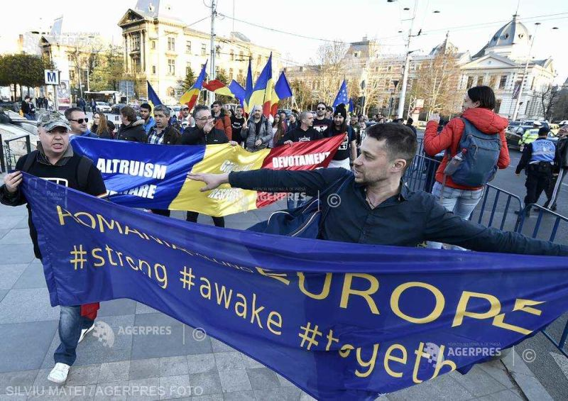 """""""Jos clanul Dragnea!"""" - Protest împotriva coaliţiei PSD-ALDE în Piaţa Universităţii (30 martie 2019) - foto preluat de pe www.agerpres.ro"""