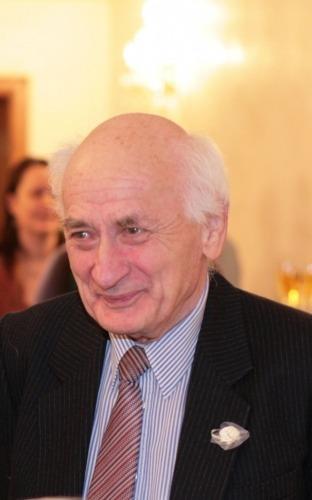 Tudor Caranfil (n. 14 septembrie 1931, Galaţi, România – d. 23 martie 2019, Bucureşti, România) a fost un critic de film, realizator de emisiuni TV cu subiecte cinefile şi istoric de film român - foto preluat de pe ro.wikipedia.org