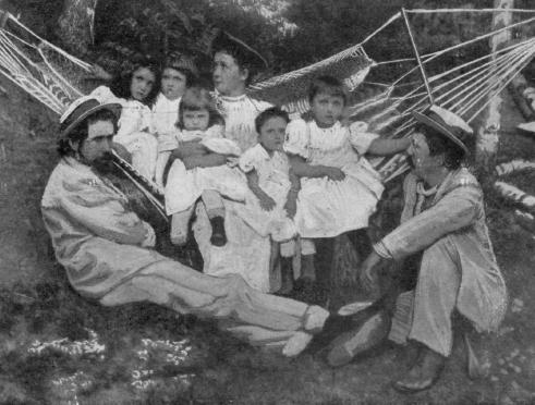 Photograph of Romanian writers Alexandru Vlahuță (right) and Barbu Ștefănescu Delavrancea (left), with Barbu's daughters, future pianist Cella Delavrancea and architect Henrieta Delavrancea-Gibory (1905) - foto preluat de pe en.wikipedia.org