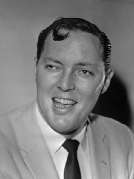 Bill Haley (născut William John Clifton Haley) (n. 6 iulie 1925 - d. 9 februarie 1981) a fost unul dintre primii muzicieni rock and roll. Formația sa Bill Haley & His Comets este cunoscută în special pentru melodia Rock Around the Clock (1954) - foto preluat de pe ro.wikipedia.org