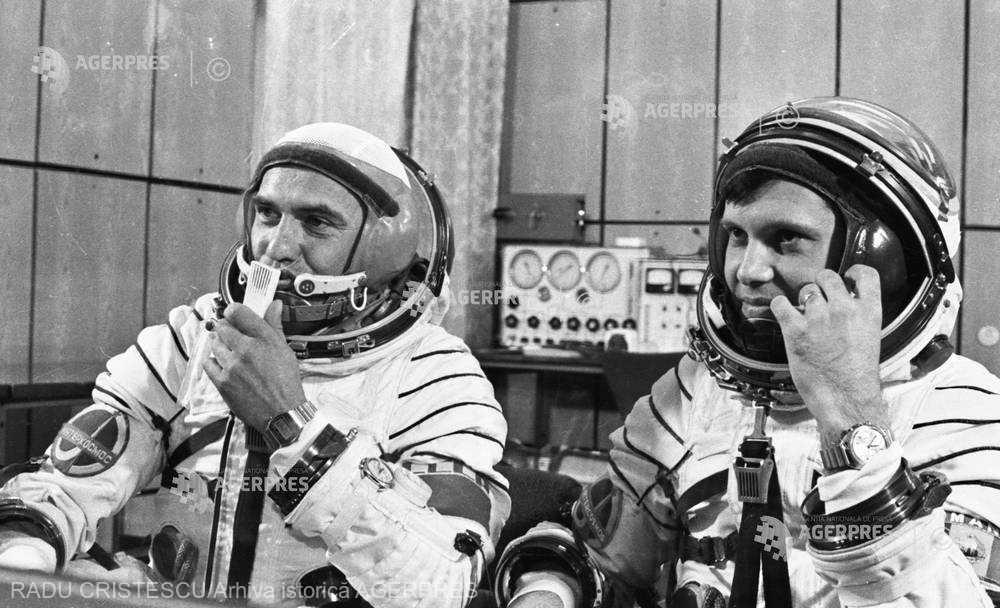 Dumitru Prunariu si Leonid Popov - foto preluat de pe www.agerpres.ro