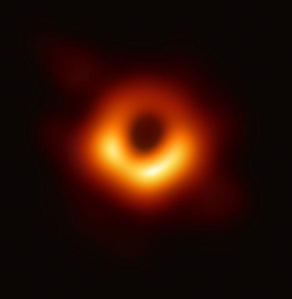 Poză cu o gaură neagră adevărată obținută de către cercetătorii de la Event Horizon Telescope - foto preluat de pe ro.wikipedia.org