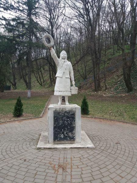 Mariţa (eroina de la Smârdan) a fost o fată româncă în vârstă de 15 ani din zona Timocului, împuşcată de soldaţii Imperiului Otoman la 9 ianuarie 1878, în timp ce ducea apă militarilor români din zona Smârdanului (astăzi Inovo) - foto preluat de pe ro.wikipedia.org