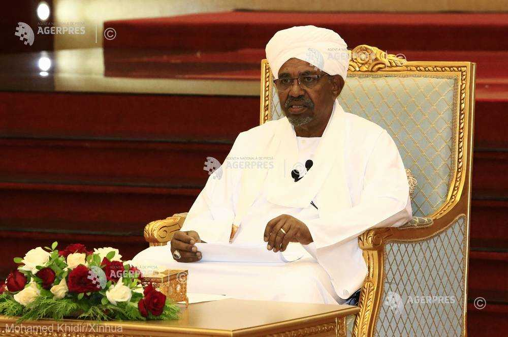 Omar Hasan Ahmad al-Bashir (n. 1 ianuarie 1944) este un politician din Sudan care este președintele țării date din 16 octombrie 1993. S-a născut în satul Hosh Bannaga de la nord de capitala Khartoum. A venit la putere în 1989 când a condus o lovitură de stat și a fost prim-ministru în perioada 1989-1993 - foto preluat de pe www.agerpres.ro