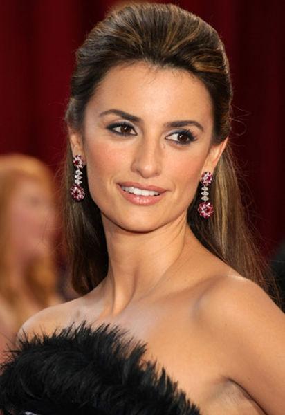 Penélope Cruz Sánchez (n. 28 aprilie 1974) este o actriţă şi manechină spaniolă (Penélope Cruz în 2008) - foto preluat de pe ro.wikipedia.org