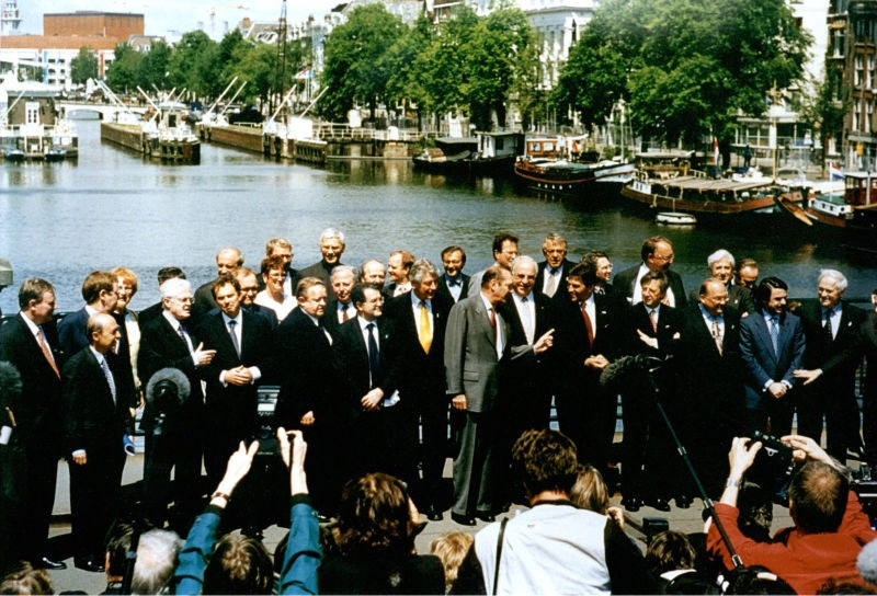Treaty of Amsterdam (2 October 1997) - European leaders in Amsterdam, 1997 - foto preluat de pe en.wikipedia.org