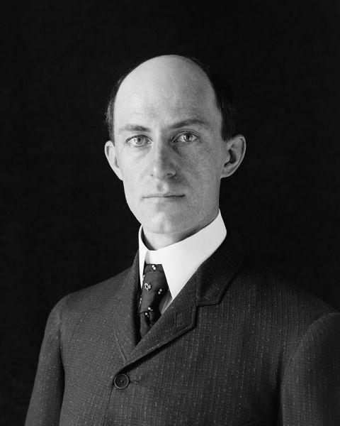 Wilbur Wright (n. 16 aprilie 1867, Melville, Indiana - d. 30 mai 1912, Dayton, Ohio, SUA) - foto preluat de pe en.wikipedia.org
