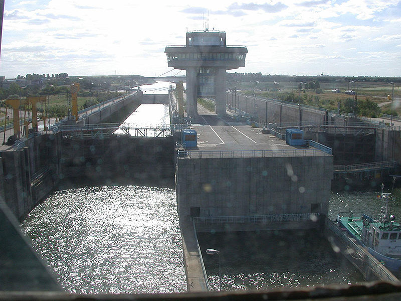 Canalul Dunăre-Marea Neagră (Ecluza Agigea) - foto preluat de pe ro.wikipedia.org