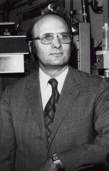 John Robert Schrieffer (n. 31 mai 1931) este un fizician american, laureat, împreună cu John Bardeen și Leon Neil Cooper, în 1972, al Premiului Nobel pentru Fizică pentru dezvoltarea teoriei BCS, prima teorie microscopică de succes a superconductivității - foto preluat de pe en.wikipedia.org