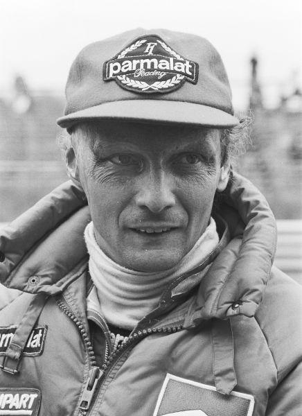 """Andreas Nikolaus """"Niki"""" Lauda (n. 22 februarie 1949, Viena, Zonele aliate de ocupație din Austria – d. 20 mai 2019, Zürich, Elveția) a fost un om de afaceri austriac și pilot de Formula 1, campion mondial în anii 1975, 1977 și 1984 - (Lauda at the 1982 Dutch Grand Prix) foto preluat de pe en.wikipedia.org"""