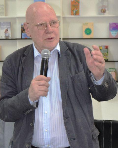 Emil Răzvan Theodorescu (n. 22 mai 1939) este un istoric de artă și politician român, membru titular al Academiei Române (din 2000) și vicepreședinte al acesteia (din 20 aprilie 2018). A fost senator din partea PSD în legislatura 2000-2004 și ministru al culturii - foto preluat de pe ro.wikipedia.org