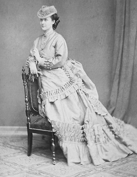 Princess Elisabeth of Wied, the future Queen of Romania, in her youth, early 1860s - foto preluat de pe en.wikipedia.org