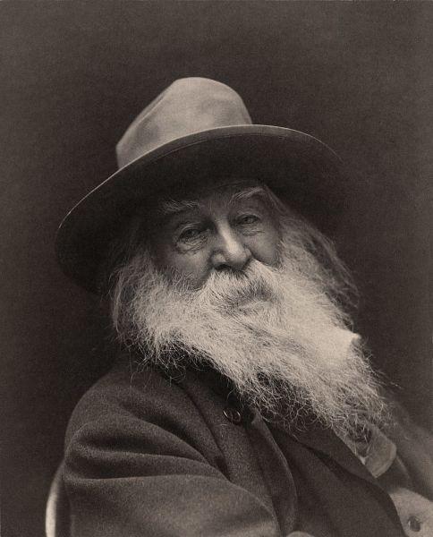 """Walter Whitman (n. 31 mai 1819 - d. 26 martie 1892) a fost un poet, eseist, jurnalist şi umanist american. Considerat """"cel mai mare poet american"""" de către mulţi pe când trecuseră doar patru ani de la moartea sa, Whitman este văzut ca primul poet urban (Walt Whitman, 1887) - foto preluat de pe ro.wikipedia.org"""