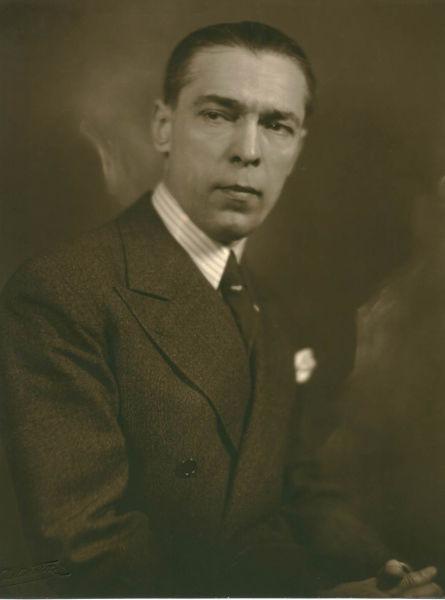 Aurelian Bentoiu (n. 29 iunie 1892, comuna Făcăeni, județul Ialomița; d. 27 iunie 1962, Jilava) a fost un celebru avocat și un om politic român, care a îndeplinit și funcții executive în Guvernul României. A fost combatant în primul război mondial, rănit la Turtucaia. În cel de-al doilea război mondial a fost concentrat ca magistrat militar. După instalarea guvernului comunist a fost întemnițat în două rânduri, prima dată timp de 8 ani, fără să fi fost condamnat. A doua întemnițare, după o scurtă perioadă de libertate, i-a adus și sfârșitul, după 5 ani, în penitenciarul Jilava. În 1996 a fost reabilitat din punct de vedere juridic, alături de alți fruntași liberali condamnați pe nedrept, în urma recursului în anulare introdus la Curtea Supremă de Justiție - foto preluat de pe www.memorialsighet.ro