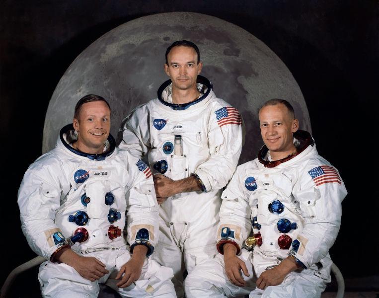 Echipajul misiunii Apollo 11 (de la stanga, la dreapta: Neil Armstrong, Michael Collins, Buzz Aldrin) - foto preluat de pe en.wikipedia.org