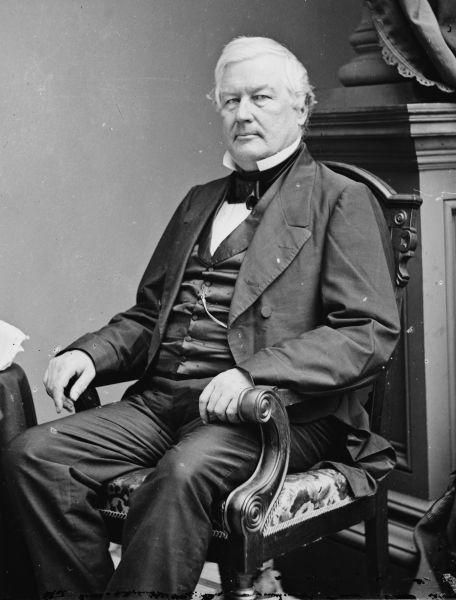 Millard Fillmore (n. 7 ianuarie 1800, Summerhill, Comitatul Cayuga, New York, New York, SUA – d. 8 martie 1874, Buffalo, SUA) a fost cel de-al doisprezecelea vicepreşedinte şi cel de-al treisprezecelea preşedinte al Statelor Unite ale Americii, servind un singur mandat prezidenţial incomplet între 1850 şi 1853 (Photo by Mathew Brady, c. 1855–65) - foto preluat de pe ro.wikipedia.org