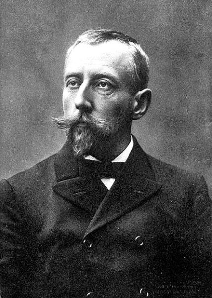Roald Engelbregt Gravning Amundsen (n. 16 iulie 1872, Borge, Norvegia – d. 18 iunie 1928, Marea Barents, Rusia) a fost un explorator norvegian al zonelor polare. A fost primul om care a ajuns la Polul Sud (în 1911). De asemenea, a fost primul navigator care a reuşit să traverseze Pasajul de nord-vest. A dispărut în iunie 1928, în timp ce lua parte la o misiune de salvare în Arctica - foto preluat de pe ro.wikipedia.org