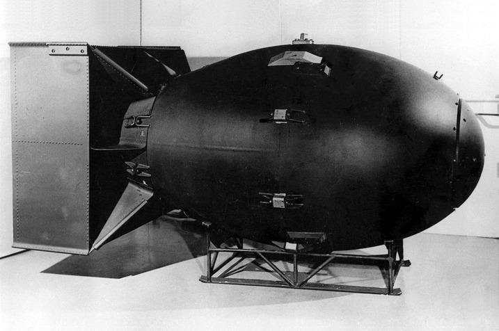 Replica of the original Fat Man bomb - foto preluat de pe en.wikipedia.org