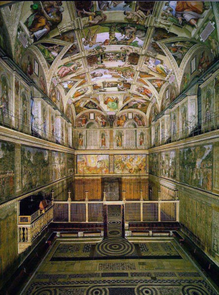 East side of the Sistine Chapel, from the altar end with The Last Judgement - foto preluat de pe en.wikipedia.org
