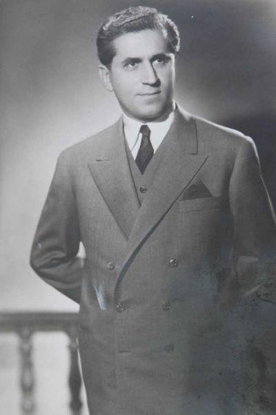 Grigore Gheba (n. 15 august 1912, Poienița, Dumitrești, Vrancea, România – d. 6 septembrie 2004, București, România) a fost un general de armată și profesor de matematică român. A scris peste 30 de culegeri de probleme de matematică, tipărite în peste 6 milioane de exemplare. Prima culegere sub semnătura sa a apărut în 1948; a fost o culegere de nivel elementar și mediu, în special de algebră și geometrie - (Tânărul Grigore Gheba, înainte de a pleca pe front) foto preluat de pe adevarul.ro