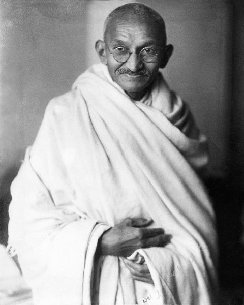 Studio photograph of Mohandas K. Gandhi, London, 1931 - foto preluat de pe en.wikipedia.org