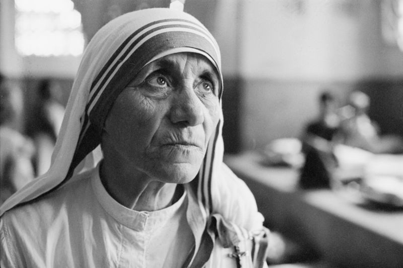 Mother Teresa at a hospice for the destitute and dying in Kolkata (Calcutta), India, 1969 - Photo: Terry Fincher/Hulton Archive/Getty Images (preluat de pe www.biography.com