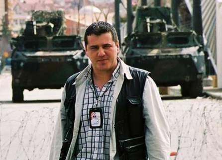 Mile Cărpenișan (n. 23 august 1975, Timișoara, România – d. 22 martie 2010, Timișoara, România) a fost un jurnalist român și corespondent de război pentru Antena 1 și Antena 3 - foto preluat de pe cersipamantromanesc.wordpress.com