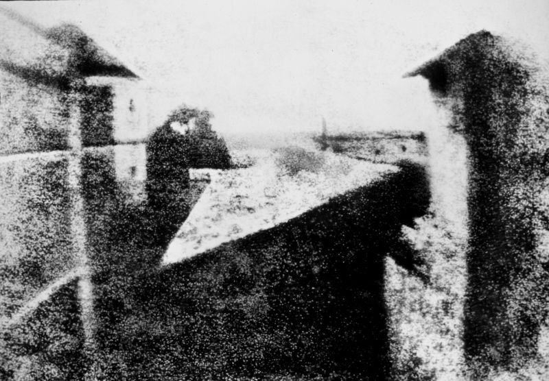 View from the Window at Le Gras, 1826–1827 (manually enhanced version) - foto preluat de pe en.wikipedia.org