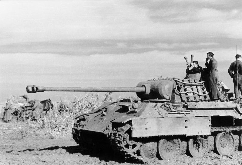 A German Panther tank in Romania, August 1944 - foto preluat de pe en.wikipedia.org