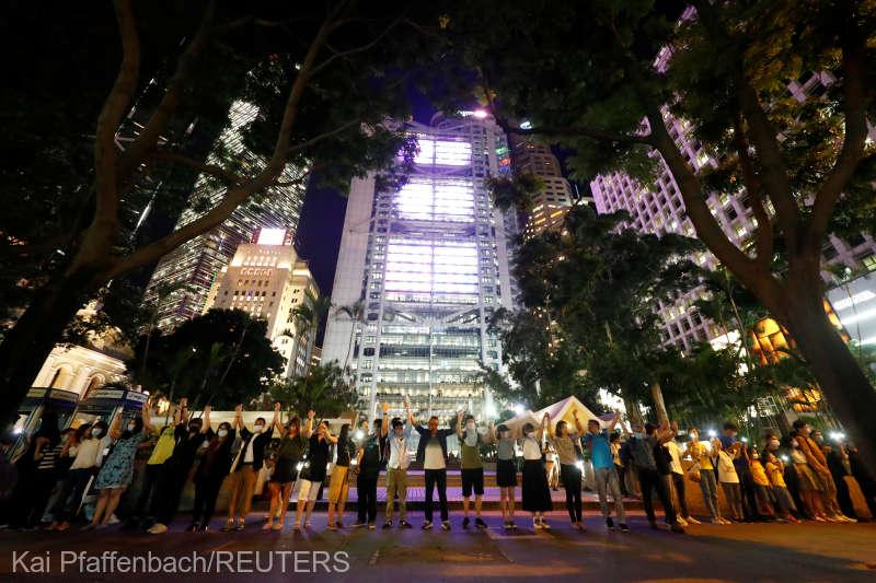 Protestele din Hong Kong  (23 august 2019) - Lanţ uman de protest, inspirat de mişcarea similară din 1989, Lanţul Baltic -foto preluat de pe www.agerpres.ro