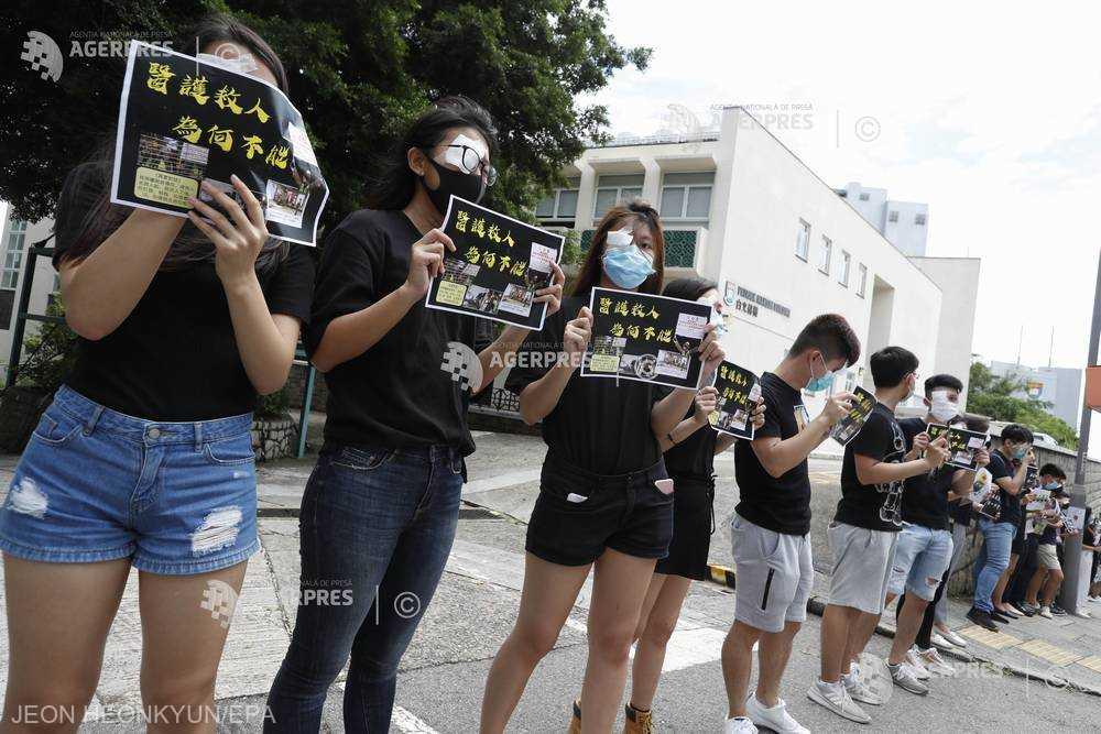 Protestele din Hong Kong  (9 septembrie 2019) Sute de elevi de la şcoli din Hong Kong au format lanţuri umane în sprijinul protestatarilor - foto preluat de pe www.agerpres.ro