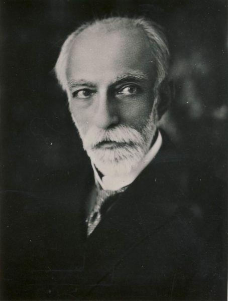 Principele Aristide Caradja (n. 28 septembrie 1861, Dresda — d. 29 mai 1955, București) a fost un entomolog și jurist român, membru de onoare al Academiei Române. A fost membru de onoare al Academiei de Științe din România începând cu 21 decembrie 1935 - foto preluat de pe ro.wikipedia.org