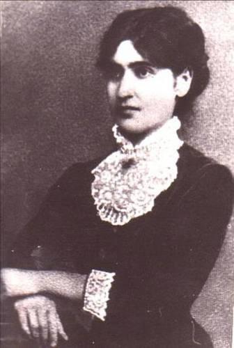 Ella L. Negruzzi (sau Elena Negruzzi, n. 11 septembrie 1876, Hermeziu, județul Iași - d. 19 decembrie 1949, București) a fost o juristă română, manifestându-se în perioada interbelică ca o figură proeminentă în mișcarea feministă din România - foto preluat de pe ro.wikipedia.org
