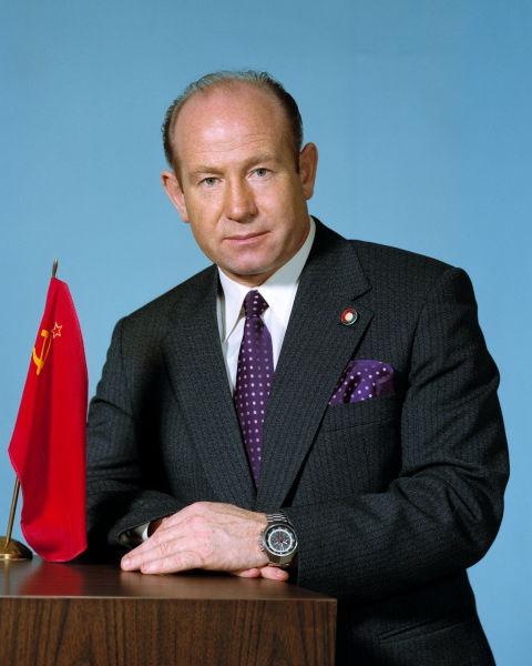 Alexei Arhipovici Leonov (n. 30 mai 1934, Listvianka, regiunea Kemerovo, URSS - d. 11 octombrie 2019) a fost un cosmonaut rus, cunoscut pentru efectuarea primei ieșiri în spațiu la 18 martie 1965 - (Alexei Leonov în aprilie 1974) foto preluat de pe ro.wikipedia.org