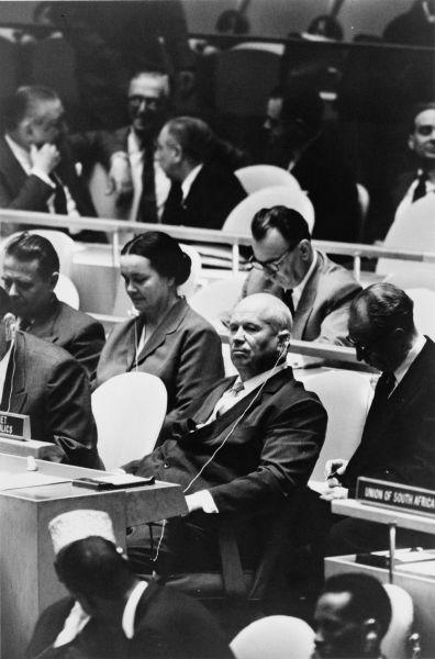 Hruşciov la o întrunire a Adunării Generale a ONU la 22 septembrie, cu trei săptămâni înainte de incident (Lovirea cu pantoful în masă de către Hruşciov - 12 octombrie 1960) - foto preluat de pe ro.wikipedia.org