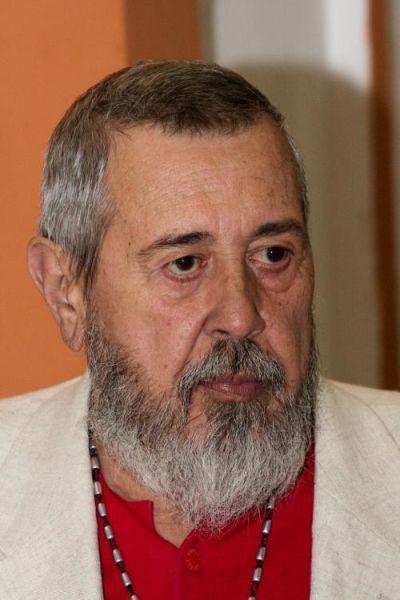 Alexandru Tocilescu (n. 27 iulie 1946, Bucureşti - d. 29 noiembrie 2011, Bucureşti) a fost un regizor român de teatru şi film. Este tatăl scriitorului Alex Tocilescu (n. 1977) - foto preluat de pe www.cinemagia.ro