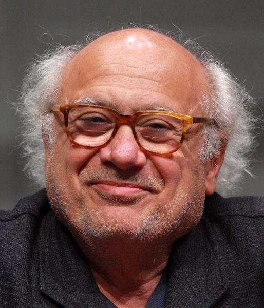 """Daniel Michael """"Danny"""" DeVito, Jr. (n. 17 noiembrie, 1944, Neptune Township, New Jersey) este un actor, regizor și producător american de film, apreciat pentru rolurile sale din comedii - foto preluat de pe en.wikipedia.org"""