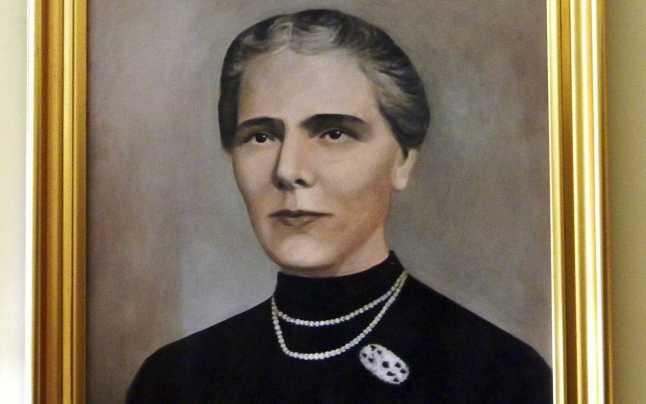 Elisa Leonida Zamfirescu (n. 10 noiembrie 1887, Galați - d. 25 noiembrie 1973, București) a fost o ingineră și inventatoare din România, șefă a laboratoarelor Institutului Geologic al României - tablou din Muzeul Naţional de Geologie, foto preluat de pe adevarul.ro