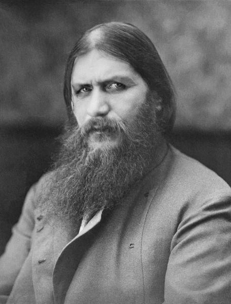 Grigori Efimovici Rasputin (n. 21 ianuarie 1869, Pokrovskoye, Tyumen Oblast, Tyumensky Uyezd, Imperiul Rus – d. 30 decembrie 1916, Petrograd, Imperiul Rus) a fost un mistic rus care a avut o mare influență asupra familiei ultimului țar al dinastiei Romanov. Rasputin a jucat un rol foarte important în viața țarului Nicolae al II-lea, a țarinei Alexandra și a unicului lor fiu, țareviciul Alexei, care era suferind de hemofilie - foto preluat de pe en.wikipedia.org