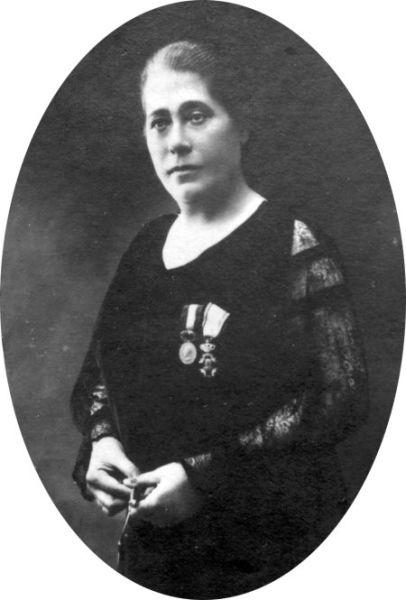 Elena Alistar (n. 1 iunie 1873, Vaisal, Gubernia Basarabia, Imperiul Rus – d. 1955, Pucioasa, România) a fost un medic și om politic român, care a făcut parte din Sfatul Țării din Basarabia - foto preluat de pe locals.md