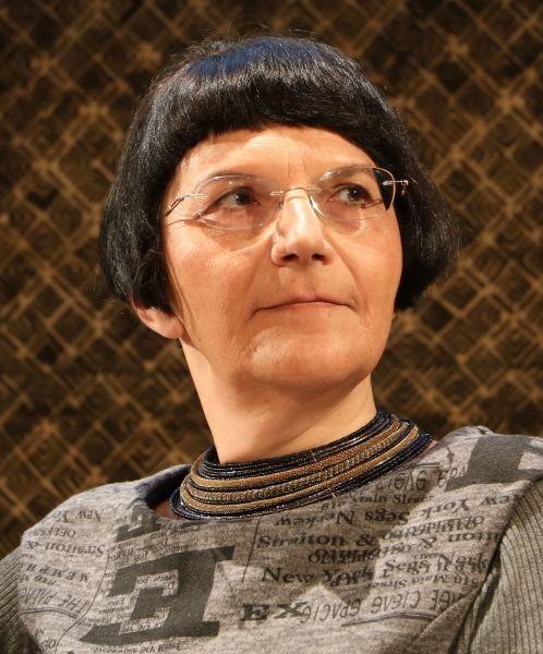 Ioana Pârvulescu (n. 10 ianuarie 1960,[2] Oraşul Stalin, Republica Populară Română) este o eseistă, publicistă, critic literar român şi profesor la Universitatea din Bucureşti (Ioana Pârvulescu în 2017) - foto preluat de pe ro.wikipedia.org