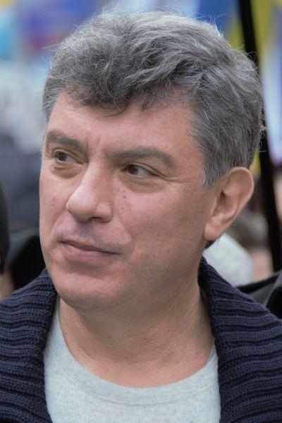 """Boris Efimovici Nemţov (n. 9 octombrie 1959, Soci – d. 27 februarie 2015, Moscova) a fost un politician din Rusia, fondator al mişcării politice """"Solidarnosti"""", copreşedinte al Partidului Republican din Rusia de orientare liberală, membru al Comitetului de coordonare a opoziţiei politice din Rusia, deputat al Dumei regionale din Iaroslavl - foto preluat de pe ro.wikipedia.org"""