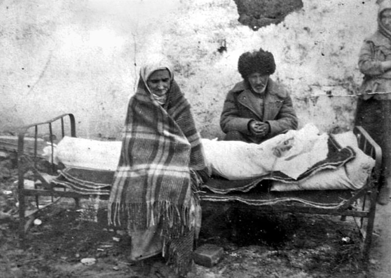 An Ingush family mourning the death of their daughter in Kazakhstan - foto preluat de pe en.wikipedia.org