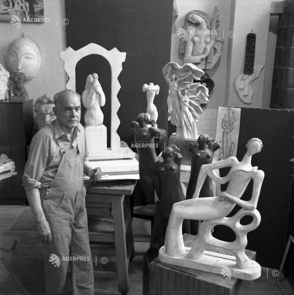 Imagini din arhiva AGERPRES: Sculptorul Ion Irimescu, Bucureşti, 1980. #DescoperăARHIVA AGERPRES - Foto (c) ARMAND ROSENTHAL AGERPRES FOTO