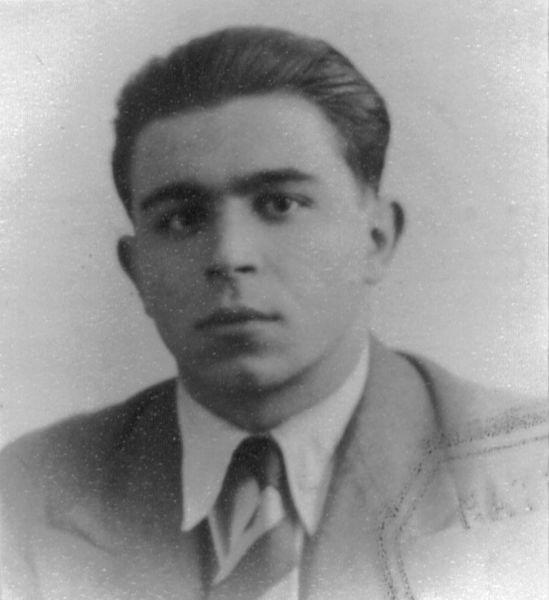 Serban Ghica (n. 25.03.1919 - d. 26.07.2006) Inginer, absolvent al Politehnicii din Birmingham Membru P.N.Ţ, secretar al lui Iuliu Maniu. Implicat în manifestaţia din 8 noiembrie 1945, apoi în campania electorală din 1946 - foto preluat de pe www.memorialsighet.ro