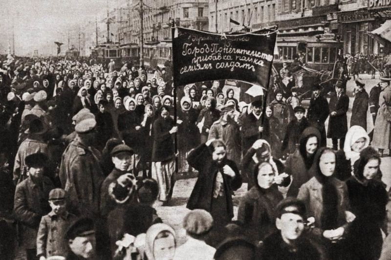 Women's demonstration for bread and peace – March 8, 1917, Petrograd, Russia - foto preluat de pe en.wikipedia.org