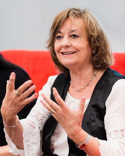 Ana Blandiana (Otilia Valeria Rusan, n. Coman; n. 25 martie 1942, Timișoara, România) este o scriitoare (autoare a 26 de cărți publicate în română și a 60 de volume apărute în 26 de limbi) și luptătoare pentru libertate civică din România - foto preluat de pe ro.wikipedia.org