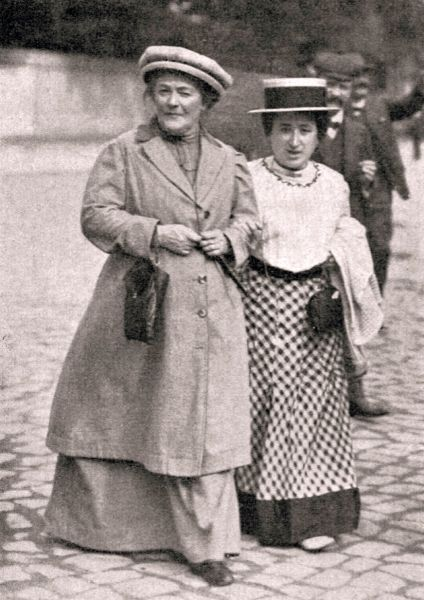 Clara Zetkin and Rosa Luxemburg in January 1910 - foto preluat de pe en.wikipedia.org