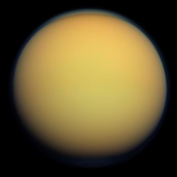 Titan - Pictured in 2012 in natural color. The thick atmosphere is orange due to a dense organonitrogen haze - foto preluat de pe en.wikipedia.org