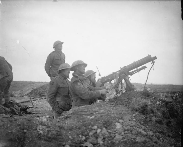 Battle of Arras (9 April – 16 May 1917) - Part of the Western Front of the First World War - British machine gunners fire on German aircraft near Arras - foto preluat de pe en.wikipedia.org